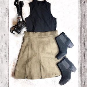 Romeo + Juliet Green Suede Scalloped Skirt